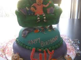 comfy couch big comfy couch birthday cake cakecentral com