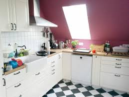 küche in dachschräge dachschräge küche arbeitsplatte beleuchtung stillen und tragen de