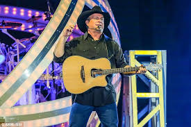 leave a light on garth brooks garth brooks on why he chose family over fame daily mail online