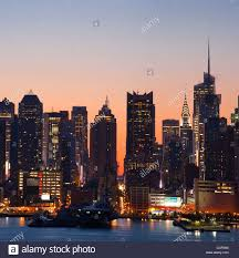 manhattan skyline sunrise behind the midtown manhattan skyline stock photo royalty