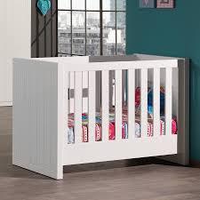 chambre a coucher bébé chambre coucher bebe compla te robinson coloris blanc laque complete
