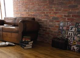 canapé vieux cuir déco indus avec mur en brique et vieux canapé fauteuil en cuir