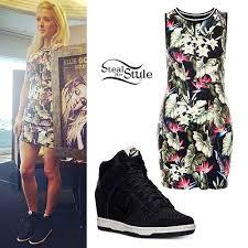 Style Ellie Goulding Ellie Goulding Tropical Print Dress Nike Wedges Great Dress But