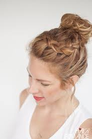 cuisiner les chignons de hair everyday curly hairstyles curly braided top knot