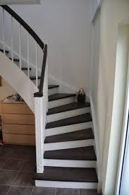 geschlossene treppen treppenhausgestaltung eingangsbereich mit flur und treppe