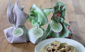 Cookie Favors by Cookies Get Wrapped Up In 15 Pretty Ways For Summer Favors
