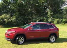jeep crossover 2015 2015 jeep cherokee latitude offers off road capability in a comfy