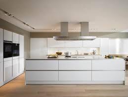 cuisine contemporaine blanche et bois cuisine moderne blanche et