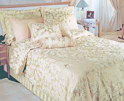 Ivory Quilted Bedspread Quilted Bedspreads From Linen Lace And Patchwork