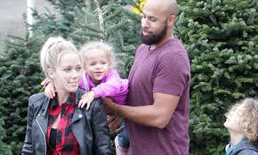 family fun kendra wilkinson and hank baskett pick out christmas