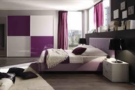 Schlafzimmer Wand Ideen Coole Deko Idee Und Farbgestaltung In Lila Und Schwarz Fürs