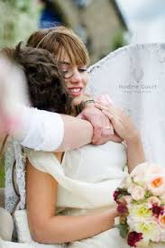 robe de mariã e original mariage romantique nature chic en gris blanc bouquet de