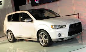 adventure mitsubishi 2017 mitsubishi outlander gt prototype concept auto shows news
