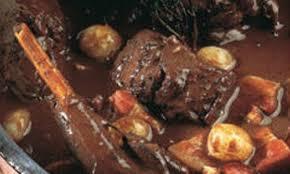 cuisiner du lievre civet de lièvre au vin recette la maison du gibier
