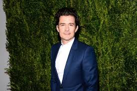 orlando bloom accepts his paddle boarding the