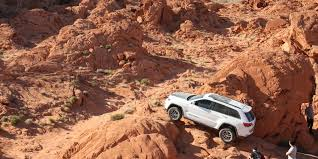 jeep grand cherokee trailhawk off road 2017 jeep grand cherokee trailhawk review photos caradvice