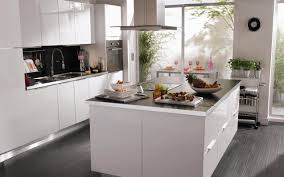 cuisine blanche ouverte sur salon agencement deco armoire plan pour ouverte coucher l pas en