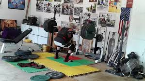 Squat Deadlift Bench Press Workout Fast And Explosive Or Slow Reps For Bench Press Squats And