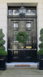 Decorating Fresh Christmas Wreaths by 39 Best Seasonal Door Wreath Images On Pinterest Christmas Ideas