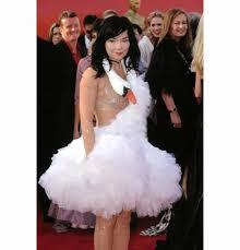 swan dress 15 best bjork swan dress images on swan oscar dresses