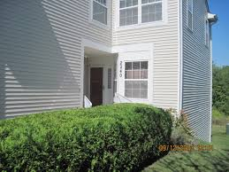 beautiful townhouse for rent clean loaded with walk out deck and