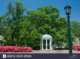 university lighting chapel hill the old well university of north carolina chapel hill stock photo