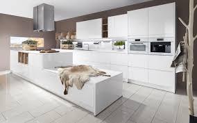 cuisine design blanche cuisine blanche sans poignee 12 design brillante blanc pur 2 lzzy co