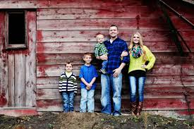 red barn family picture photo graph pinterest barn family