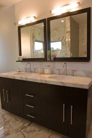 Wood Framed Bathroom Mirrors by Best 25 Modern Bathroom Mirrors Ideas On Pinterest Lighted