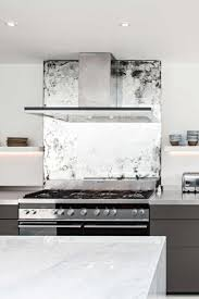Backsplash Kitchen Designs by Best 20 Mirror Backsplash Ideas On Pinterest Mirror Splashback