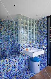 mosaik im badezimmer badezimmer mit mosaik villa nalu südfrankreich bild kaufen