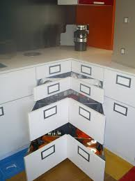 tiroir angle cuisine aménagement de cuisine corner space tiroirs d angle
