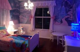 beauteous kids room design ideas with floral wall murals and queen frozen temperatures themes elizabeth erin designs this room seen above features a wonderfully detailed mural of