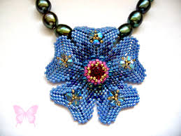 tutorial peyote flower pendant pattern to make a tudor rose