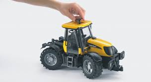 bruder farm toys amazon com jcb fastrac 3220 toys u0026 games