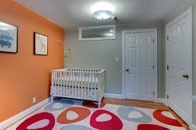 couleur de chambre de bébé le tapis chambre bébé des couleurs vives et de l imagination