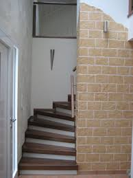 geschlossene treppen niermann treppen zwischen 2 wänden system mit geschlossenen