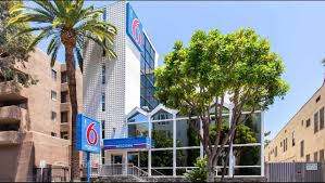 In N Out Near Six Flags Motel 6 Hollywood Los Angeles Hotel Hotels Near Hollywood Walk