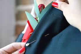 boutonniere pins how to put on a boutonniere in 5 easy steps ftd