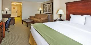 hotels with 2 bedroom suites in savannah ga holiday inn express savannah airport hotel by ihg