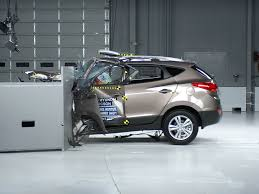 2013 hyundai tucson driver side small overlap iihs crash test