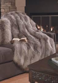 le plaid fausse fourrure confort pour vous et style luxueux pour l