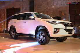 fortuner new toyota fortuner india price specs pics mileage features