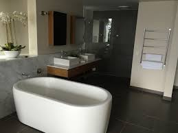 whitsunday reflections apartments deals reviews airlie beach excellent apartment got the two bedroom and there was so much room the main bedroom was beautiful with the bath in the middle the outdoor area was huge