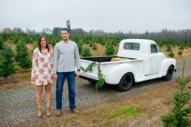 oregon engagement pictures northern lights christmas tree farm