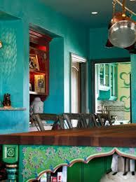 wandgestaltung orientalisch wandfarbe pfannen küchen schiene türkis wandgestaltung klassisch