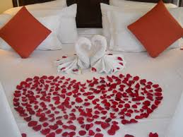 Rose Petals Room Decoration Romantic Room With Roses And There Or A Thick Carpet Of Rose