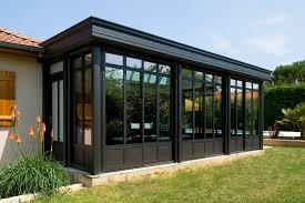 Veranda Rideau Epure Bien Calée Le Long De La Maison Cette Villa Véranda Abrite La