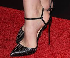 carey mulligan wears spiked louboutins to the hollywood film awards