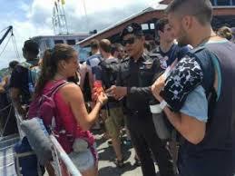stin with lesezeichen mit den koh tao touristen polizei auf der insel präsent schönes